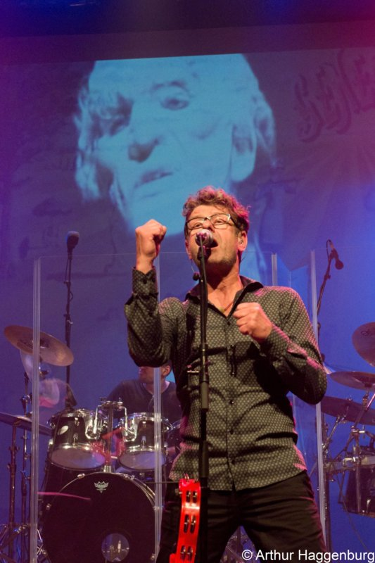 BACKGROUND MAGAZINE Concert Review: Genesis Project